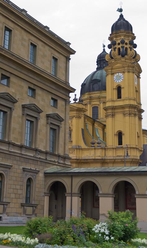 Вид из двора Резиденции на Одеонсплатц