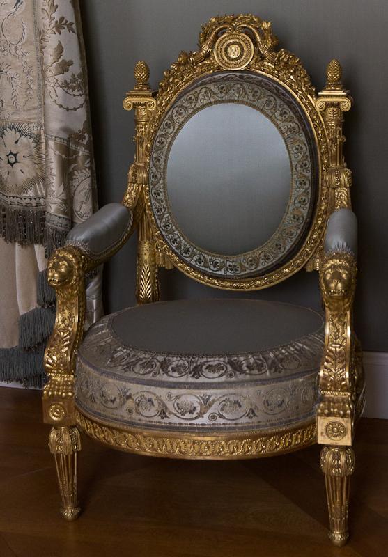 великолепный стул