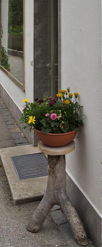 подставка под горшок с цветами при входе