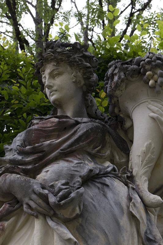 Восточная клумба, скульптуры