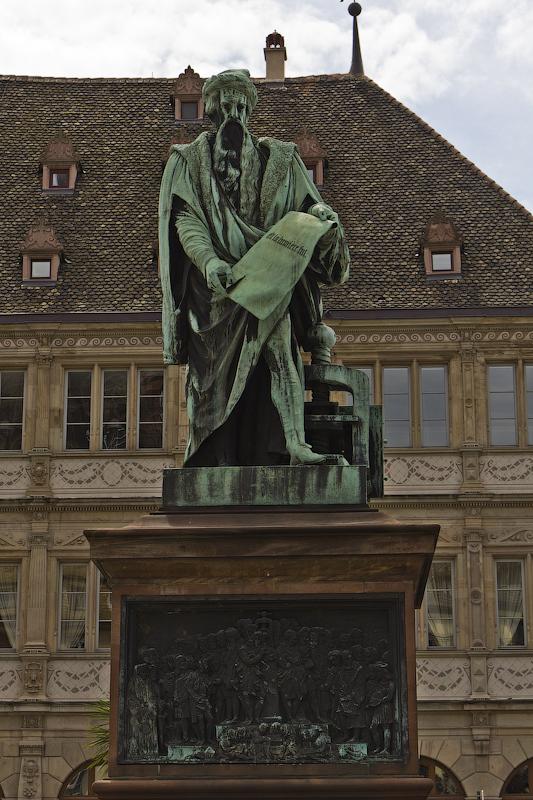 Памятник Иогану Гутенбергу - Страсбург (Strasbourg) - Татьяна Гладченко, 2012