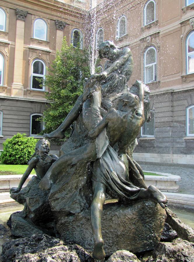 Будапешт. Фонтан «Дети ловят рыбу». 2010 г.