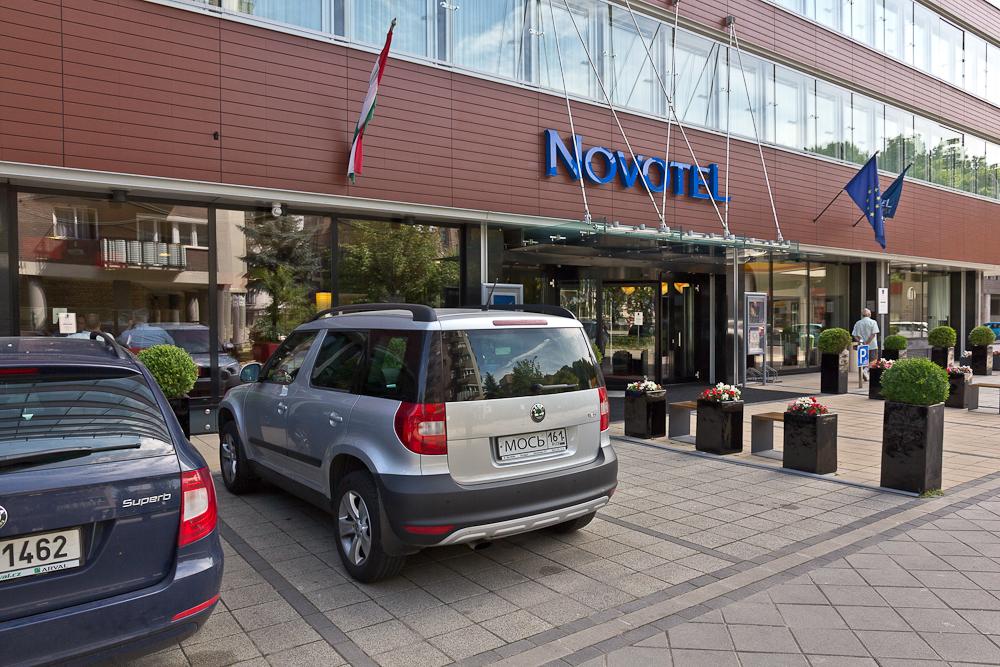 Парковка у гостиницы Novotel Budapest Danube