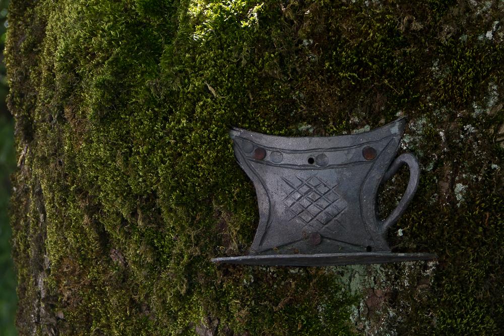 Мондзее. Набережная. Кормушка на дереве. Фото Гладченко С.