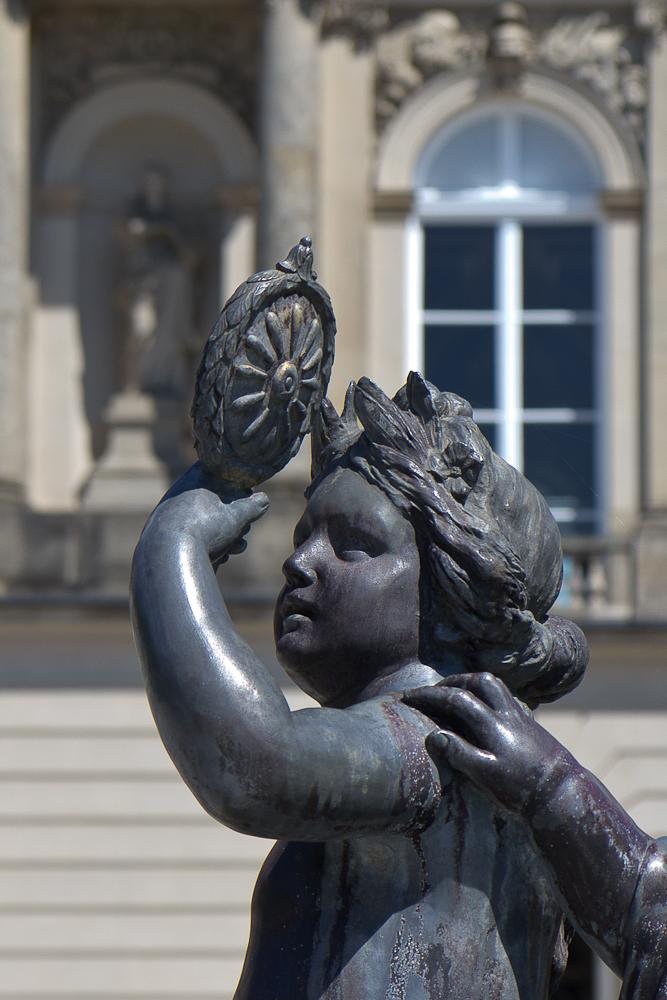 Скульптуры фонтанов.