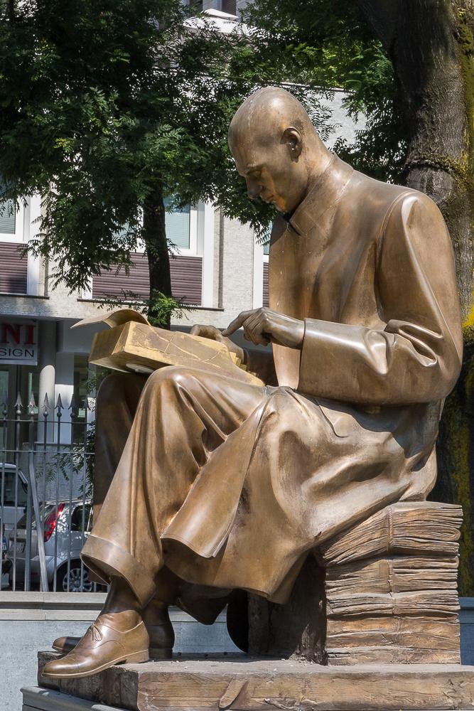 Милан. Памятник журналисту Индро Монтанелли в одноименном саду. © Татьяна Гладченко, 2013