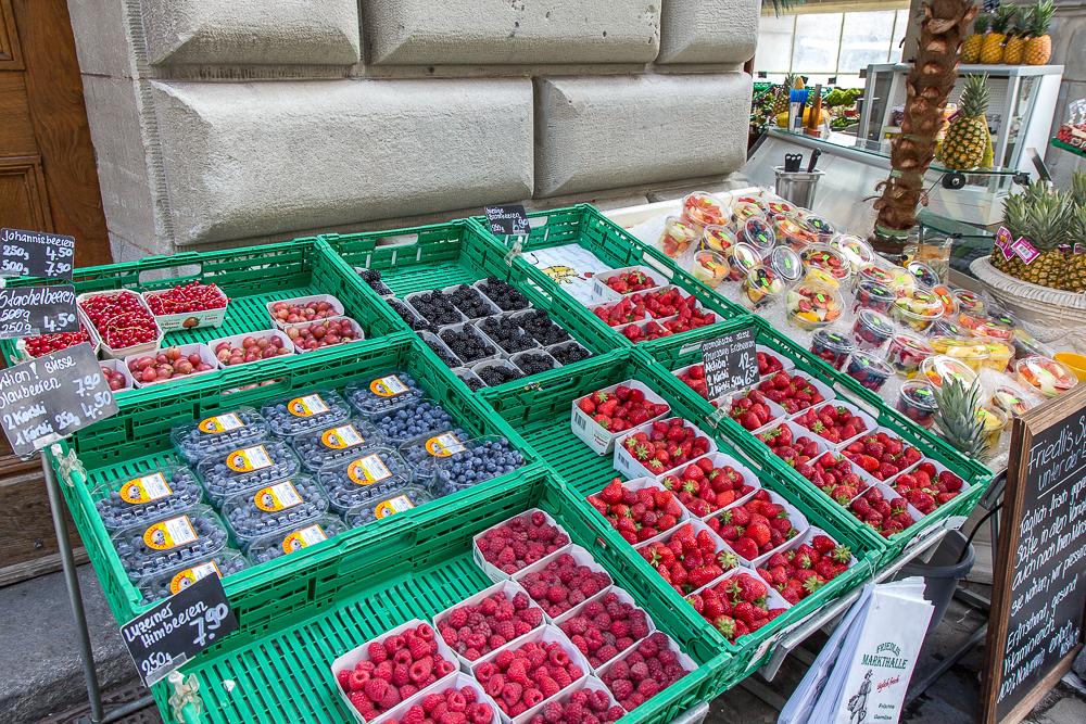 Лоток с фруктами в Люцерне (Luzern), Швейцария ©Татьяна Гладченко, 2014