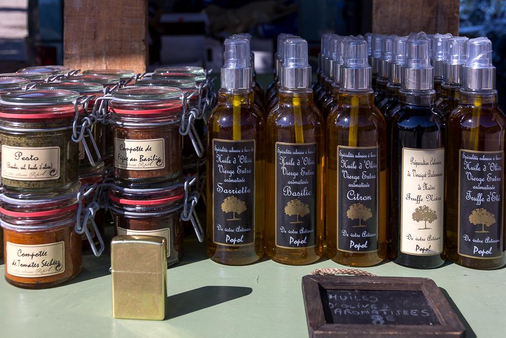 Придорожный рынок в Альпах Верхнего Прованса ©Татьяна Гладченко, 2014