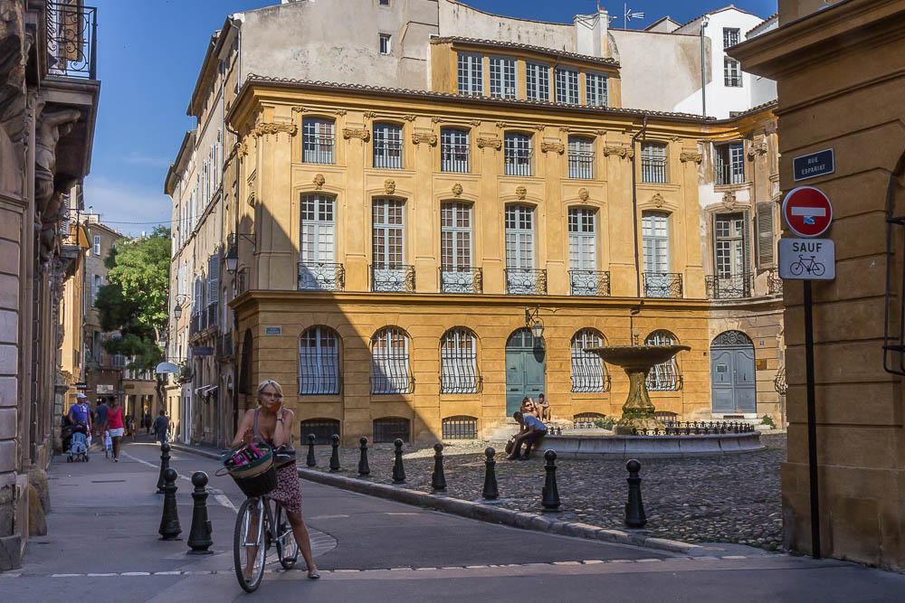 Площадь д'Альберта в Экс-ан-Прованс (la Place d'Albertas, Aix-en-Provence) ©Татьяна Гладченко, 2014