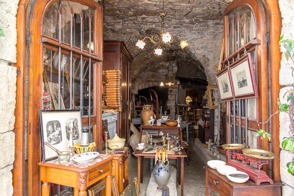 Магазинчик в Боньё (Bonnieux) ©Татьяна Гладченко, 2014
