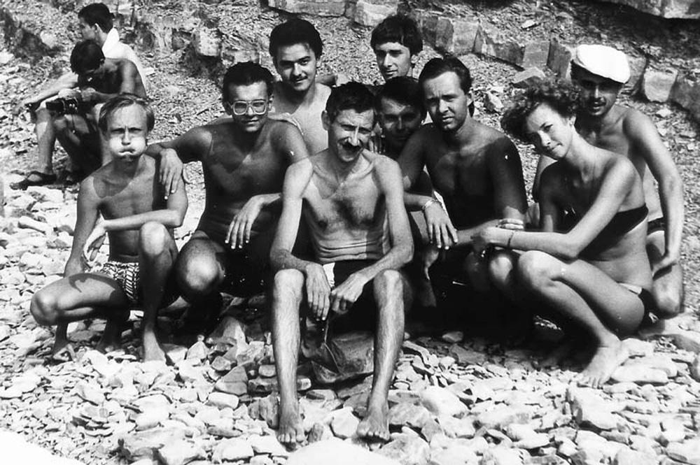 Яков Михайлович Ерусалимский (в центре) со студентами мехмата РГУ, лето 1990 года