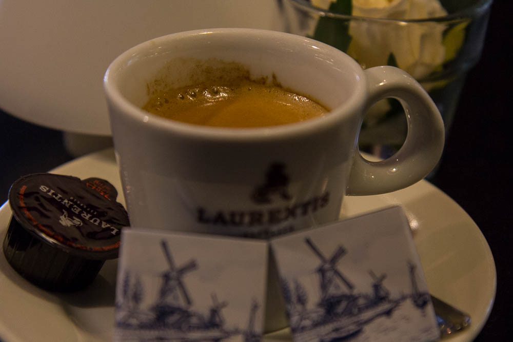 Кофе с шоколадкой на фабрике Royal Delft ©Татьяна Гладченко, 2015