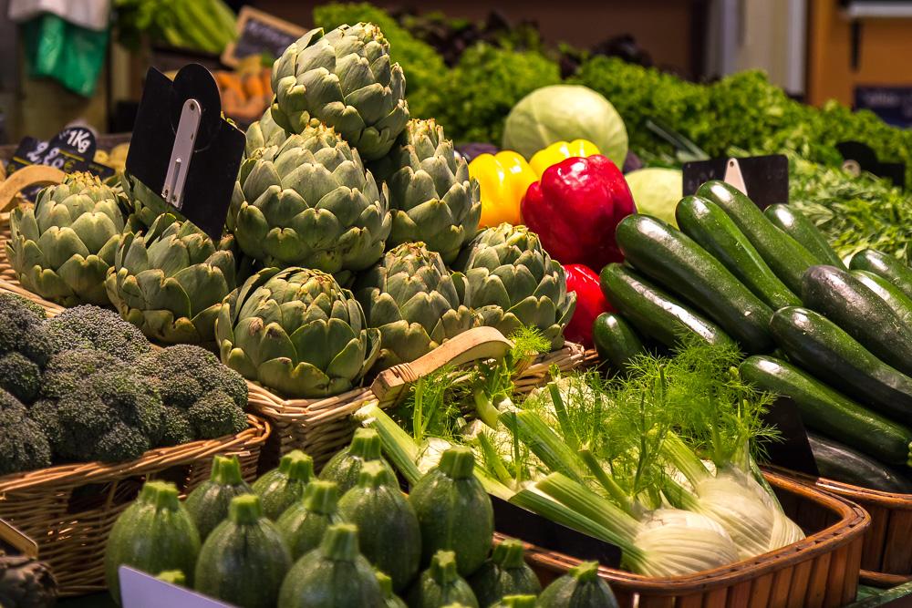 Овощи на крытом рынке Сен-Франциска в Кемпере (Halles Saint-François, Quimper) © Татьяна Гладченко, 2014