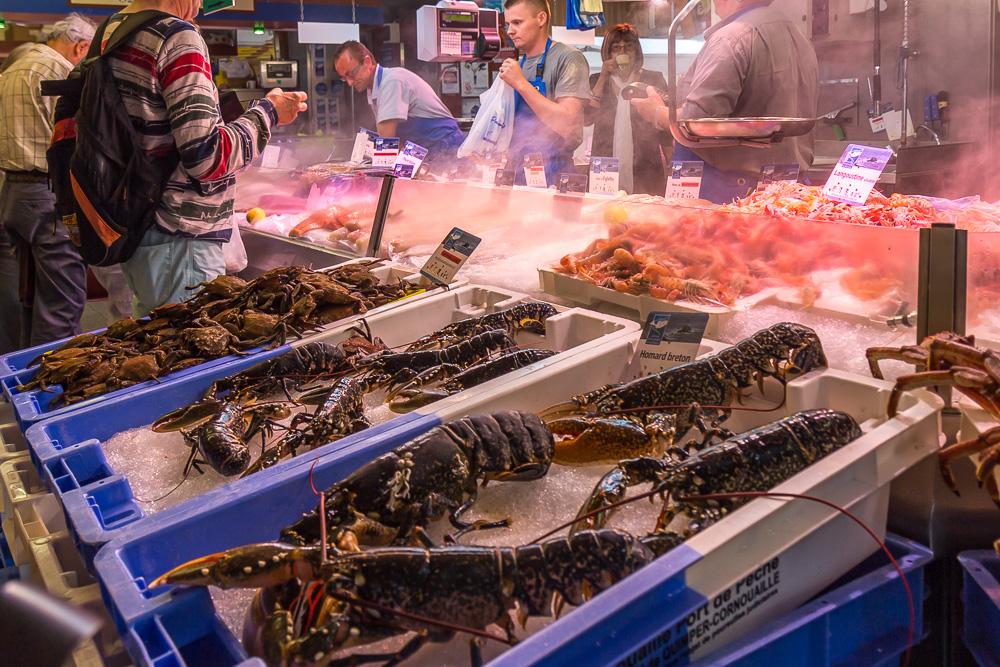 Морепродукты на крытом рынке Сен-Франциска в Кемпере (Halles Saint-François, Quimper) © Татьяна Гладченко, 2014