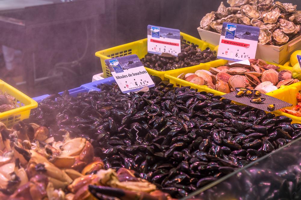 Мидии на крытом рынке Сен-Франциска в Кемпере (Halles Saint-François, Quimper) © Татьяна Гладченко, 2014