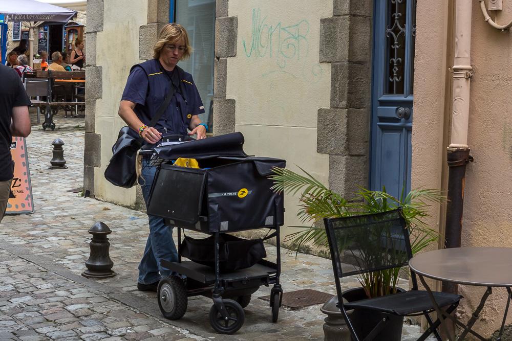 Почтальон в Кемпере (Quimper), Бретань, Франция © Татьяна Гладченко, 2014