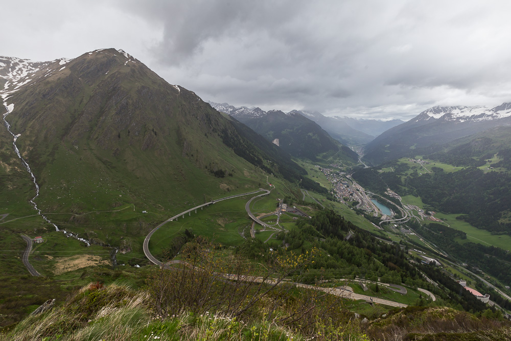 Вид на Айроло с новой дороги через Сен-Готард (Gotthardpass) ©Татьяна Гладченко, 2016